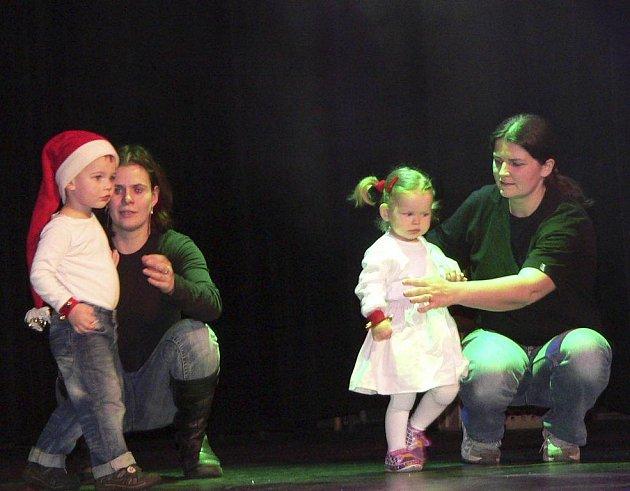 Na 250 chlapců a děvčat se v neděli v podvečer představilo na tradičním vánočním mecheche TC Z.I.P.