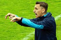 TRENÉR. Kouč FC Písek Ondřej Prášil udílí pokyny svým svěřencům.