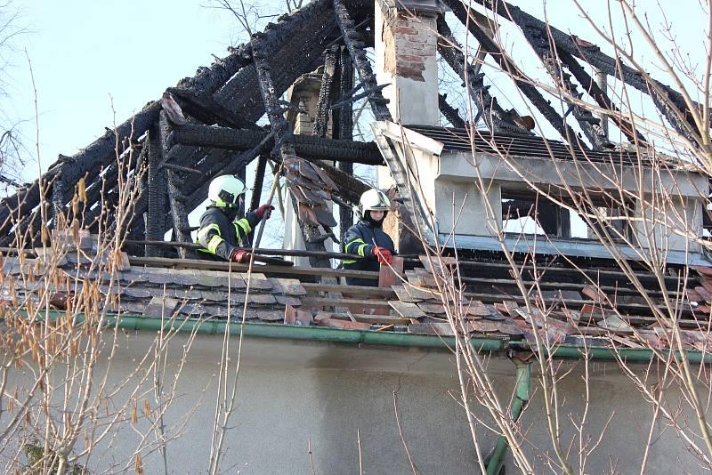 Rodinný dům v Čimelicích po požáru.