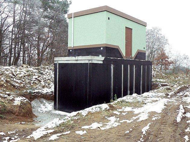 NOVÝ VODOJEM. Nad Třebkovem vyrostl rezervoár vody pro  nový vodovodní systém Předotic.