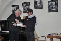 Novou knihu Jaroslava Joe Hübla Fotografie pokřtil písecký fotograf Pavel Komas.