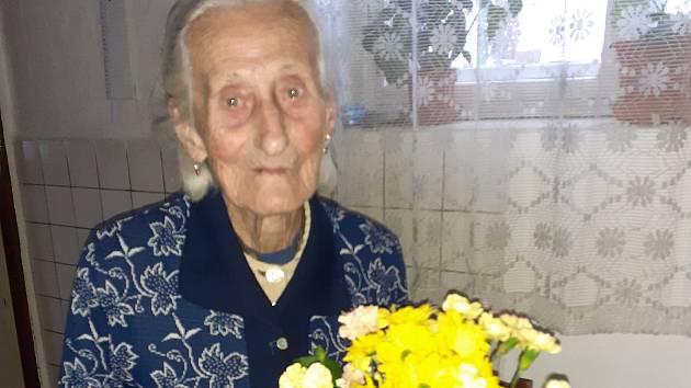 Josefa Pechoušková oslavila 102. narozeniny.