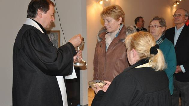 V píseckém Husově sboru otevřeli nové kolumbárium.