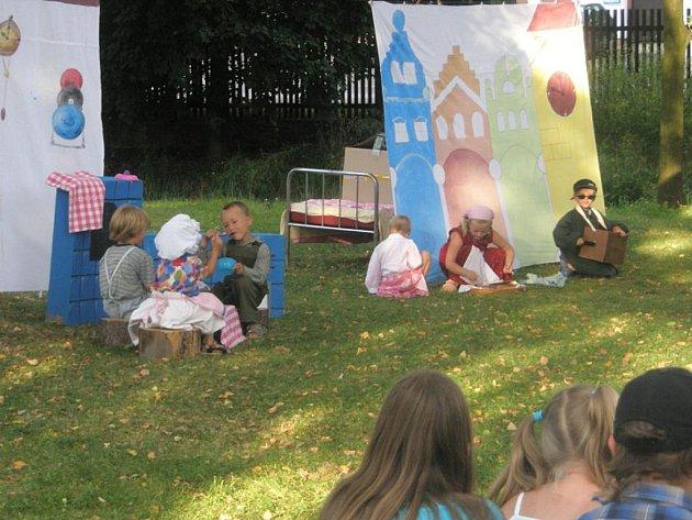 Budulínek a Šípková Růženka, to jsou hry plné písniček, se kterými se poslední červencový den představí místní děti v Hrejkovicích. Začátek je v 15 hodin.