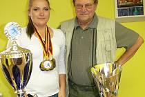 Na snímku je několikanásobná mistryně světa Kateřina Marková společně se svým dědou Jiří Markem, úspěšným trenérem klubu SK Casting RT Písek.