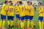 Hráči FC Písek U19 se radují ze vstřelené branky.