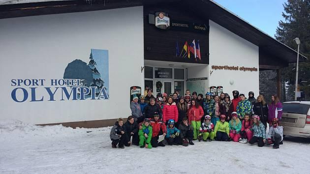 Žáci ze ZŠ T. Šobra Písek na lyžařském kurzu na Zadově.