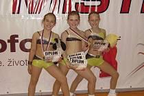 Na snímku jsou závodnice EDITA Sokol AK (zleva): Adéla Herbrychová, Kateřina Fuková a Michaela Veselá. První dvě jmenované získaly v Pardubicích bronzové medaile v soutěži dvojic, všechny tři vybojovaly 4. místo v kategorii týmů ve věku 9 - 11 let.