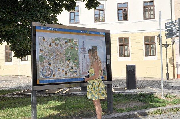 Mluvící mapa s informacemi důležitými zejména pro turisty, je umístěna na Velkém náměstí v Písku.