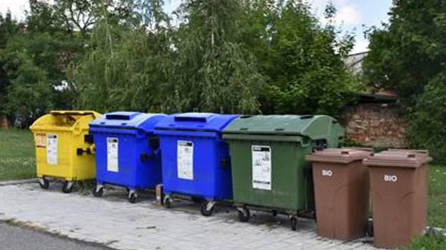 Kontejnery na tříděný odpad v Písku.