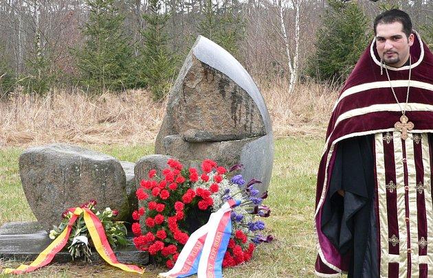 Památník obětem romského holocaustu u obce Lety.