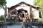 Oblíbenou píseckou restauraci Ostrov provozuje od léta 2017 Michal Polodna.