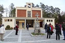 Protivínští si prohlédli opravenou kapli a poprvé slyšeli nový zvon.