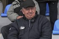 Na snímku je Jiří Antoš coby divák na tribuně při třetiligovém zápase fotbalistů FC Písek. Před několika dny se ale stal novým trenérem divizního týmu Sokola Čížová.