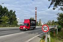 Práce na pravé polovině vozovky ve směru od Prahy finišují.
