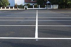 Dvůr naproti poště nabízí po rekonstrukci 153 parkovacích míst.
