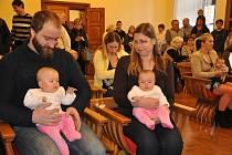 V obřadní síni písecké radnice bylo mezi nové občany města přivítáno 19 chlapců a děvčat.