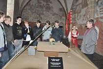 Čáslavskou kalvu si v Prácheňském muzeu v Písku prohlédli také studenti SPŠ a VOŠ. S historii této památky na husitského hejtmana Jana Žižku je seznámil ředitel muzea Jiří Prášek.i
