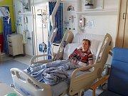 Jan Seidl čekal na operaci v manchesterské nemocnici hodně dlouho, ale už má po zákroku.