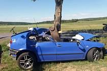 Jedenadvacetiletý řidič zemřel v neděli krátce před 11. nehodou při tragické nehodě u obce Dobev na Písecku.