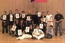 Na snímku z mistrovství republiky v Allkampf-jitsu v Plzni jsou úspěšní závodníci z oddílů AKJ Panthers Sokol Písek a AKJ Panthers DDM Milevsko.