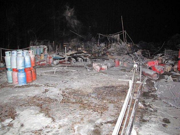 Požár plnírny plynu v Branicích.