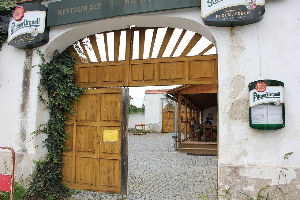 Restaurace Na Hvížďalce v Čimelicích.
