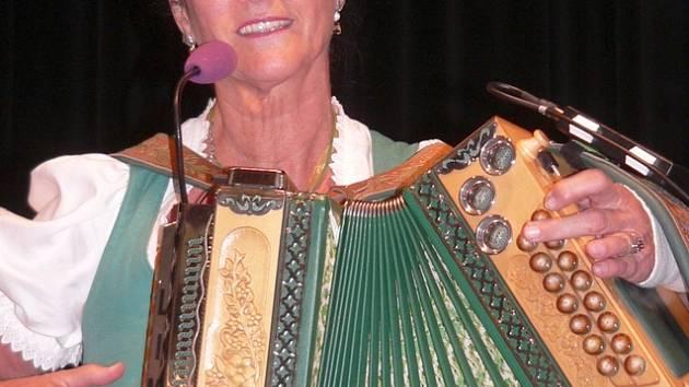 Rakouská hráčka na harmoniku Veronika Goltsch.