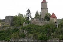 V areálu hradu Zvíkova začalo mohou návštěvníci vidět představení v podání herců Prácheňské scény Písek.