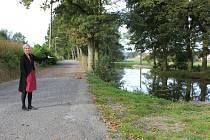 Obnovování cest a vysazování alejí v Horosedlech.