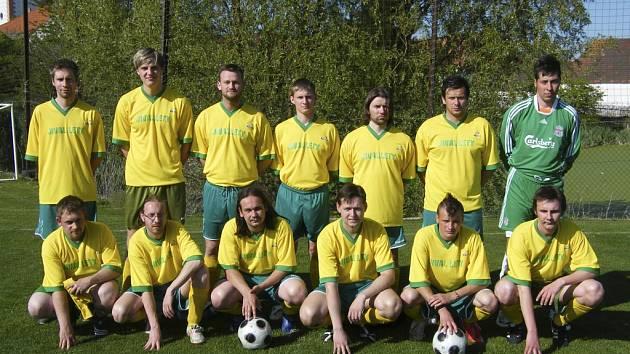 Fotbalisté TJ Králova Lhota (na snímku) prohráli v utkání prvního kola Jitex Comfort Cupu - okresního poháru mužů s béčkem TJ Hradiště 1:3.