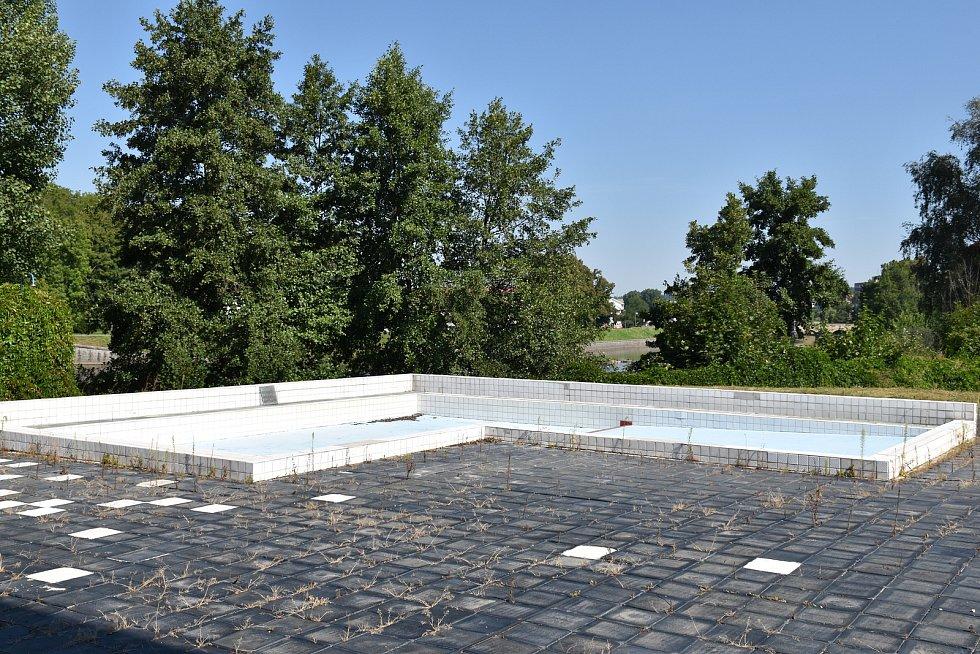 Venkovní plovárna u plaveckého stadionu je v havarijním stavu. Město bude stavět novou na jiném místě.