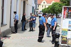 Policisté a hasiči hledají anonymem nahlášenou bombu v budově soudu na píseckém náměstí.