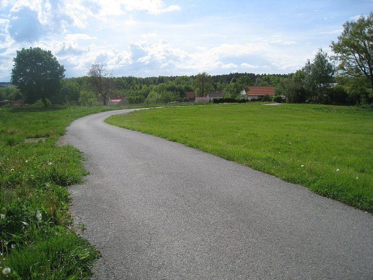 BUDE NEPRŮJEZDNÁ? Právě tuto cestu by mohl obyvatel Miroslav Bouška zahradit.