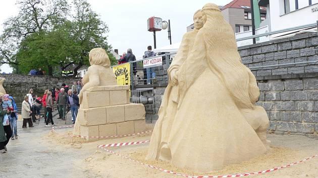 Cipískoviště 2012 ukázalo filmové sochy z Písku, dračí lodě i roboty