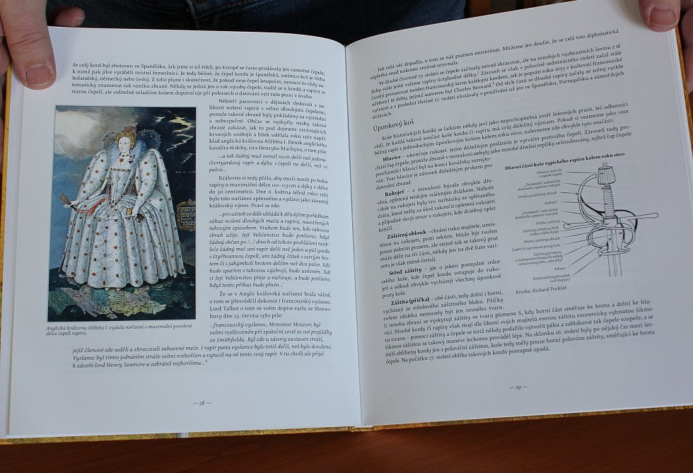 Nová kniha Kordy a rapíry z českých sbírek - 16. - 18. století autorů Vladimíra Šindeláře a Jakuba Šindeláře.