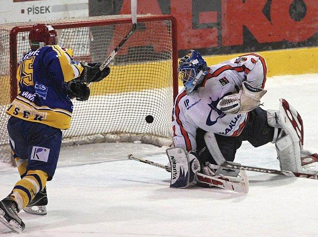 Z této šance domácí Marek Vaniš brankáře Martina Volkeho nepřekonal. V úterním zápase kvalifikace o první ligu prohrál Písek s Litoměřicemi 2:4.