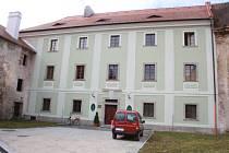 DRUHÉ NÁDVOŘÍ. Milevské muzeum od poloviny loňského roku funguje v budově na druhém nádvoří, kde dříve sídlila lesní správa.