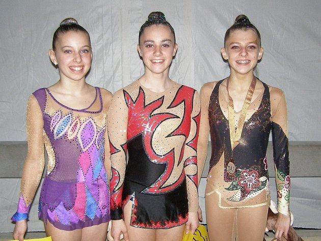 Na snímku jsou tři milevské závodnice, které v Táboře kompletně obsadily stupně vítězů v kategorii juniorek. Zleva stojí: druhá Alena Andělová, třetí Barbora Táborová a vítězka Ludmila Korytová.