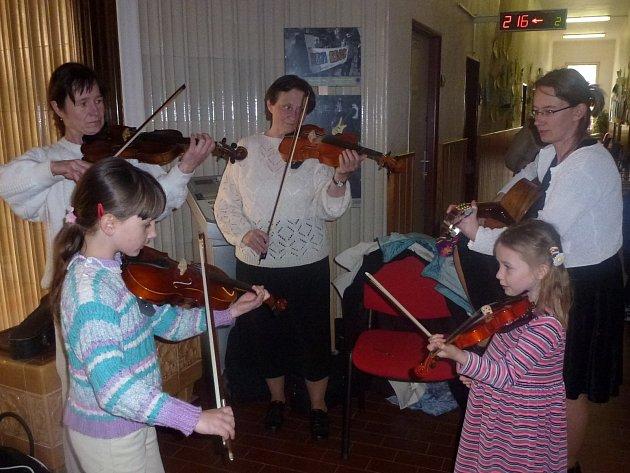 Kulturní vystoupení zajistili muzikanti pod vedení Dorotky Lukášové.