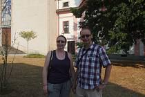 MÍLA a jeho přítelkyně Iva si minulý týden prohlédli nejstarší klášter na jihu Čech. Zaujala je tu románská architektura. Do muzea se nepodívali.