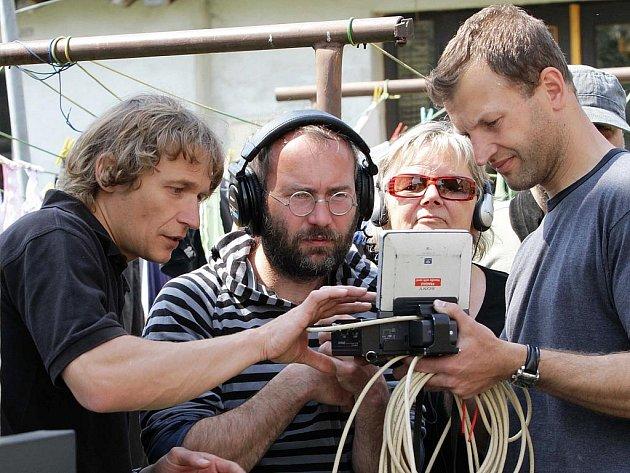 Natáčení filmu Bohdana Slámy Čtyři slunce v Miroticích.