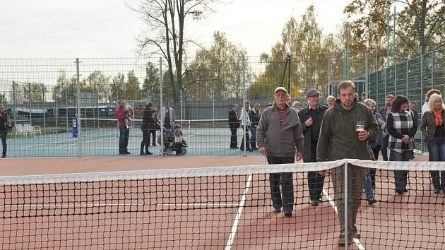 Jednou z významných akcí letošního roku bylo dokončení tenisového kurtu v areálu FK Protivínn