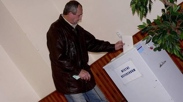 VOLBY 2008. V Milevsku mohli lidé volit i v místním referendu a rozhodnout se pro zachování autobusového nádraží nebo umožnit společnosti Lidl výstavbu obchodního centra.
