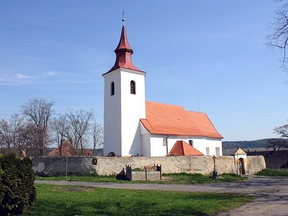 Známý, leč krásný pohled na heřmaňský kostel