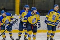 Hokejisté IHC Písek ve speciálních dresech s podobiznou Ivana Hlinky.
