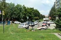 Lokalita Pakšovka v Písku - parkování u filmových škol.