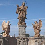Sousoší sv. Jana na Kamenném mostě v Písku.
