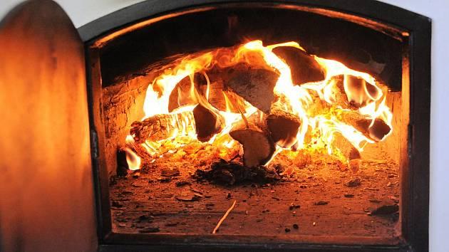 Tradiční pečení chleba i masa v peci.