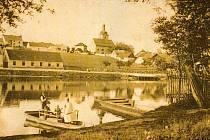 Pohled  na kostel sv. Václava v Písku. Snímek byl pořízen kolem roku 1907.